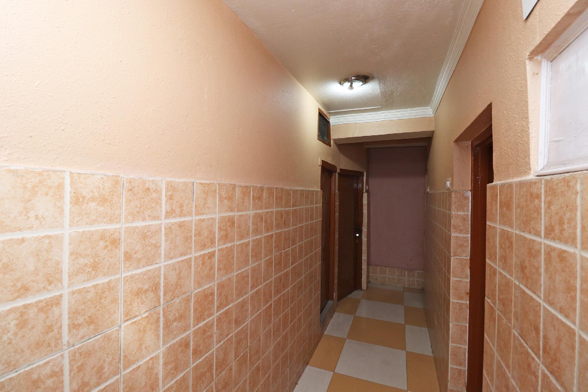 OYO 41391 Hotel Gulmour