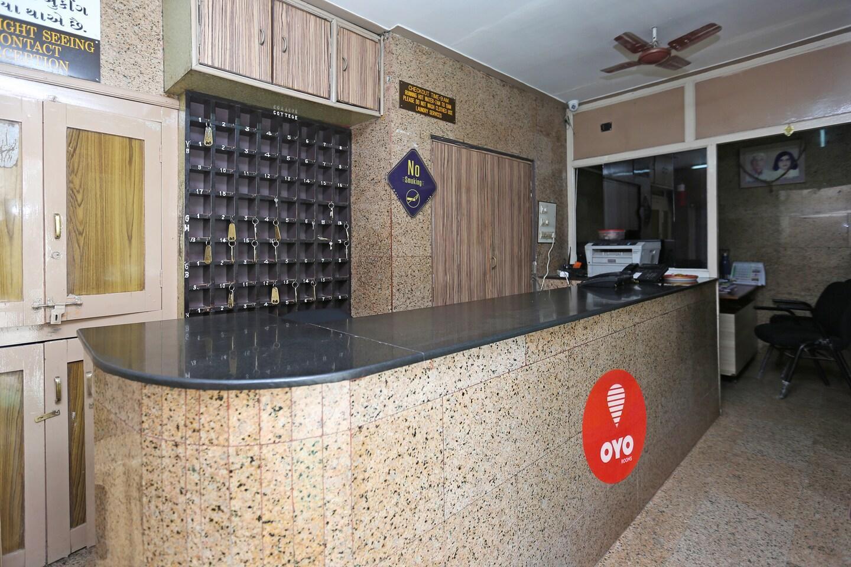 OYO 8647 Hotel Shanti