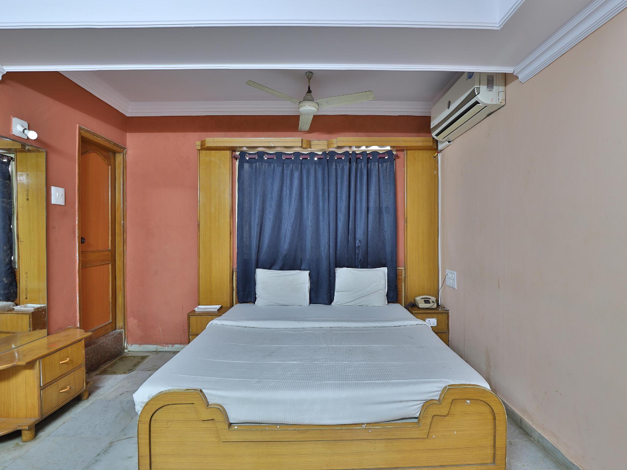 SPOT ON 39880 Hotel Decent