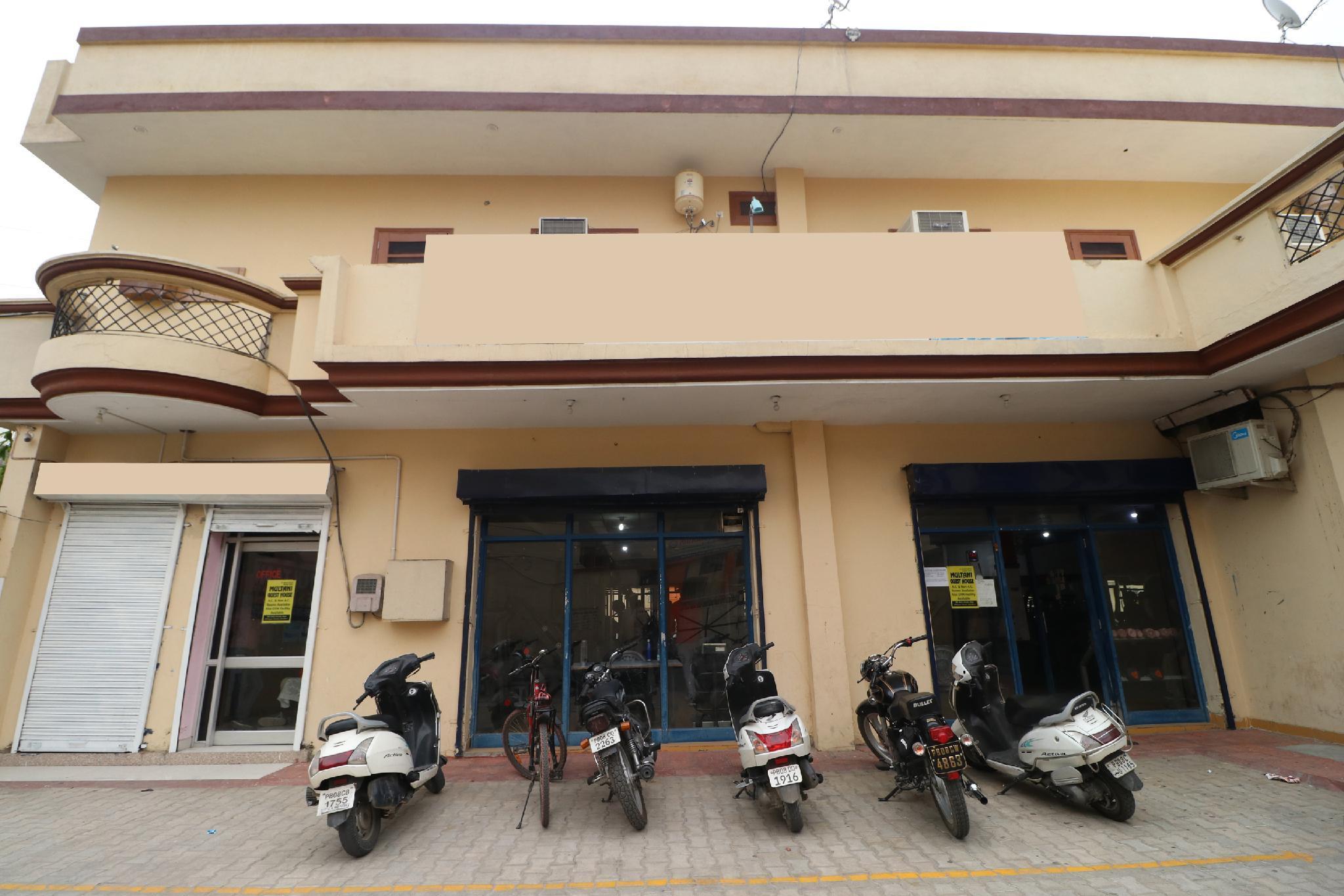 OYO 39951 Multani Residency