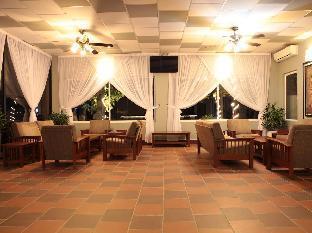 Twin Palms Resort