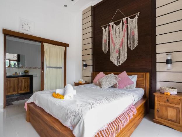 Arlish Tropical Legian Villa