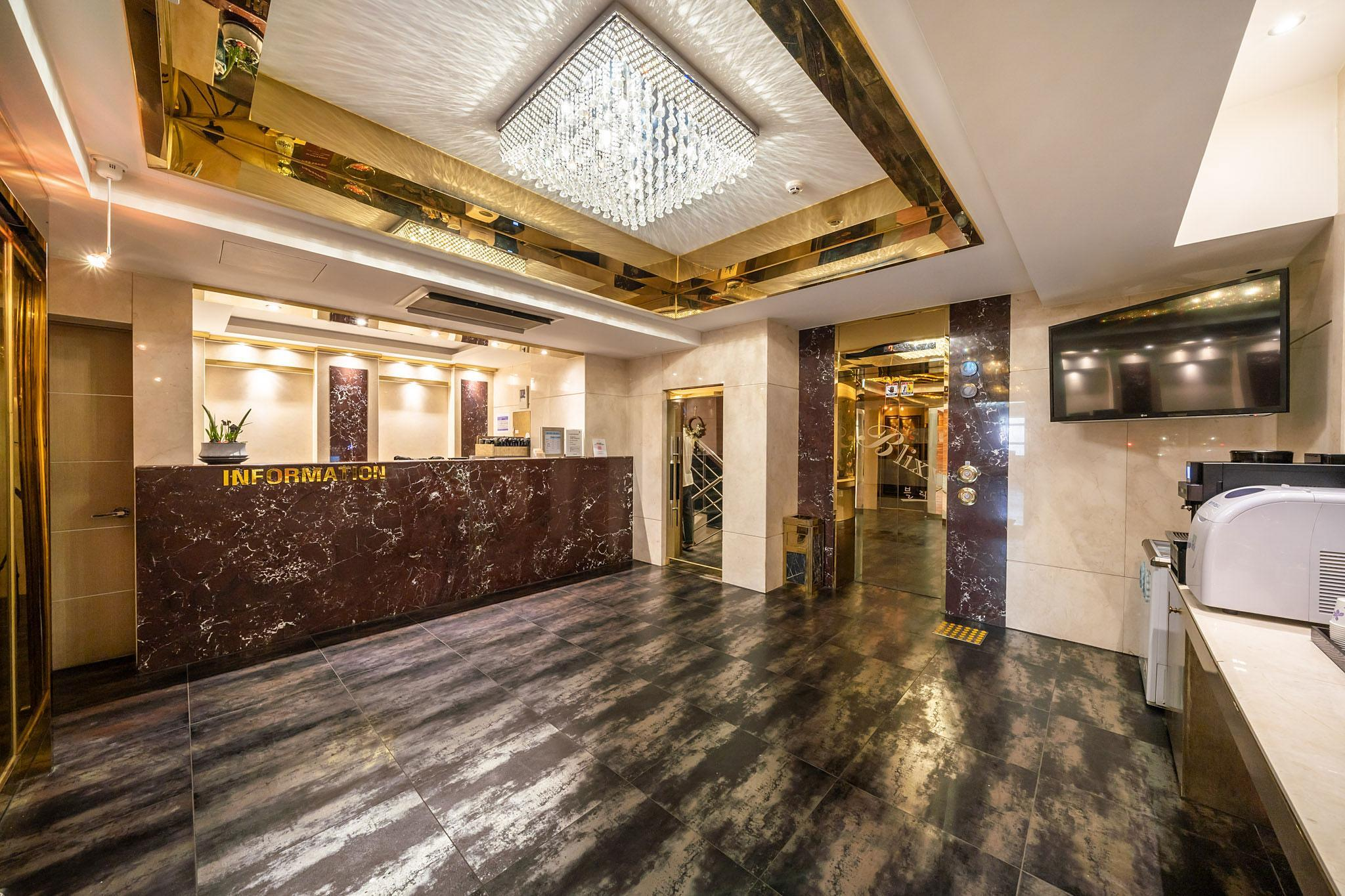 BLIXX HOTEL