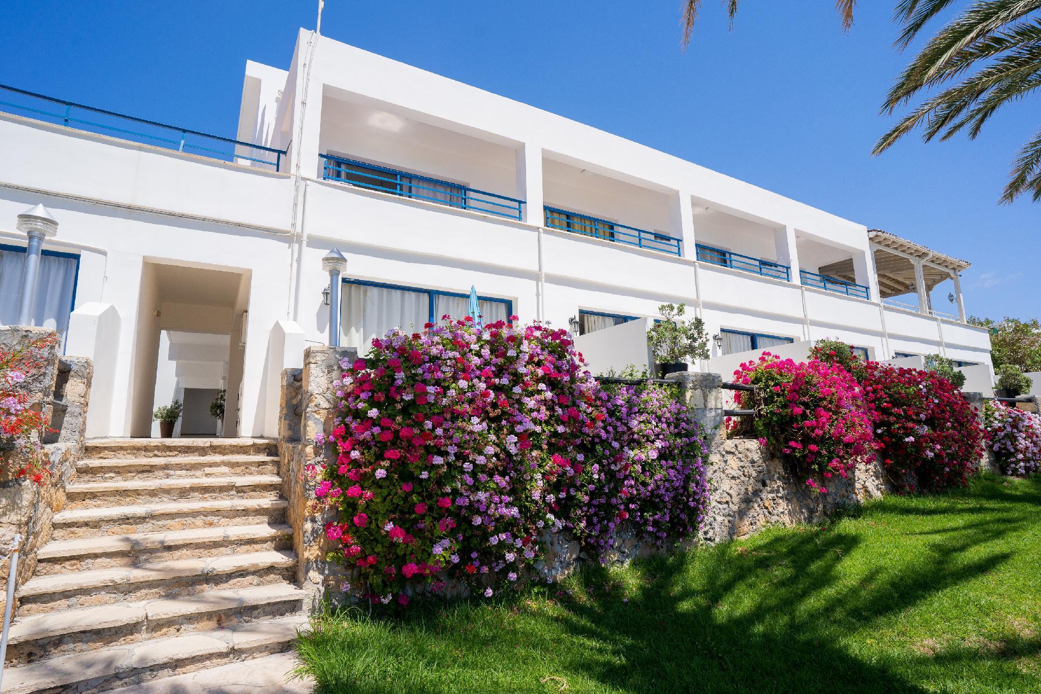Vrachia Beach Hotel And Suites