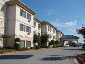 Quality Inn And Suites Airport Hotel