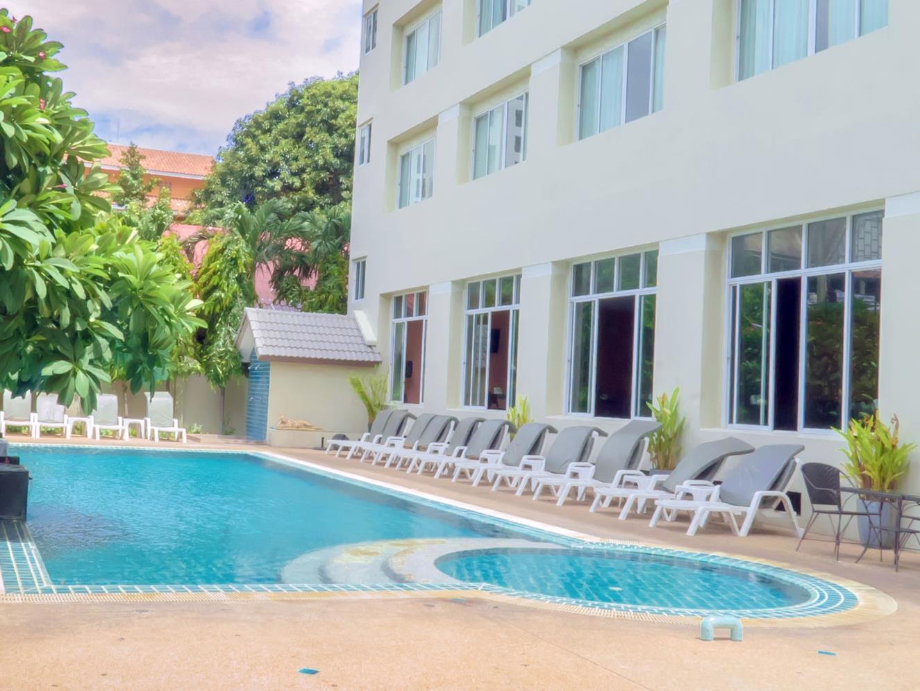Crown Pattaya Beach Hotel โรงแรม คราวน์ พัทยา บีช