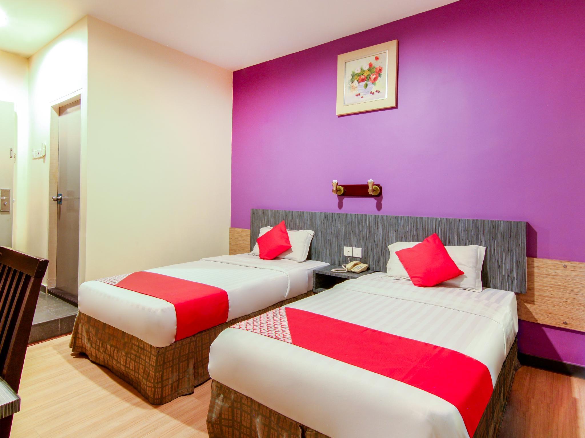 OYO 43930 Hotel Esplanade