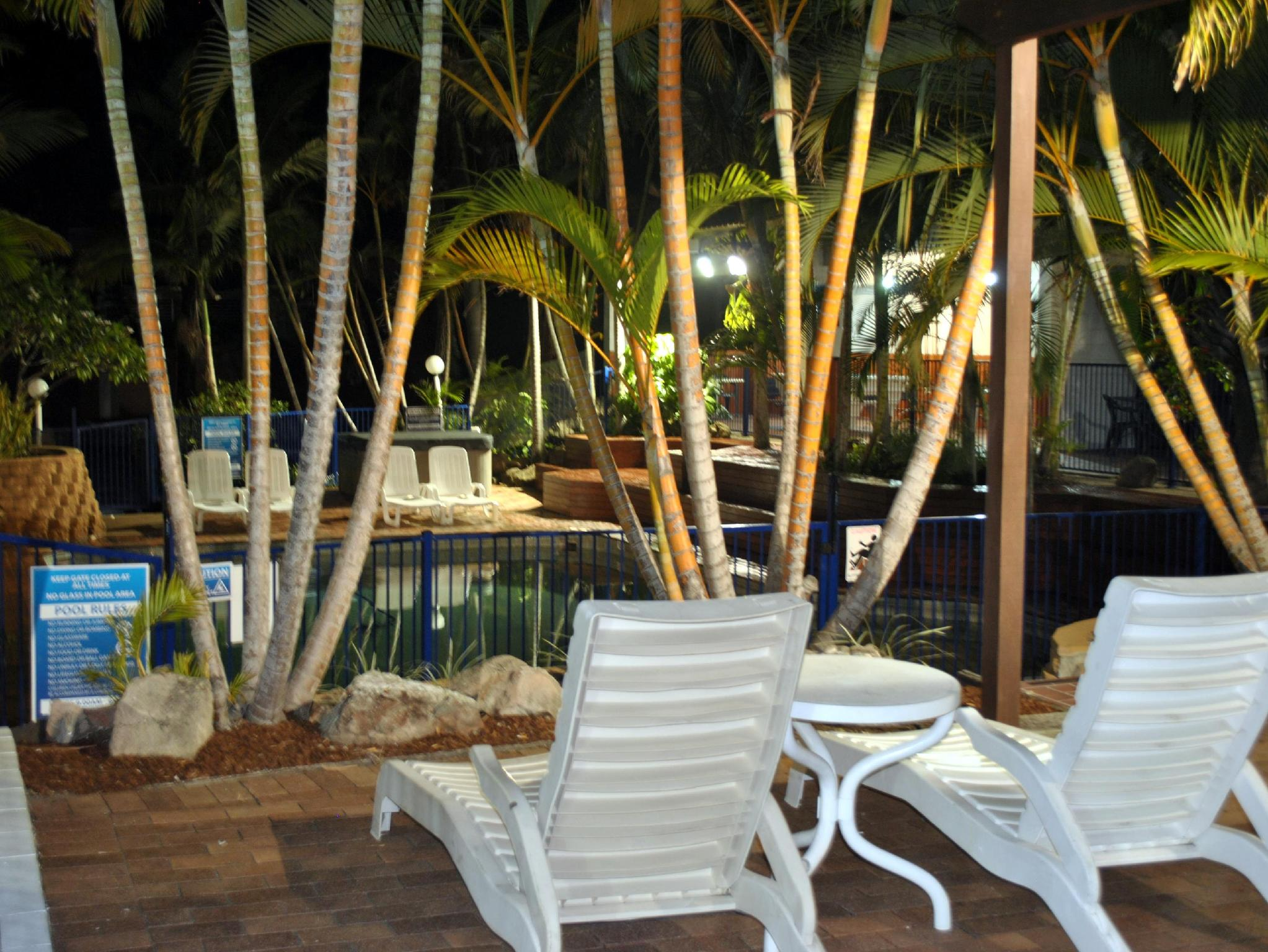 About Club Surfers Hotel
