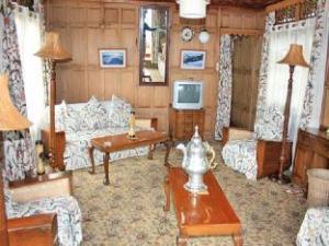 阿克巴尔传统船屋 (Akbar Group Of Heritage Houseboats)
