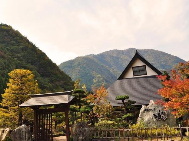 Gasshozukuri-fu Hanare Hida Tsuzuri Oboro