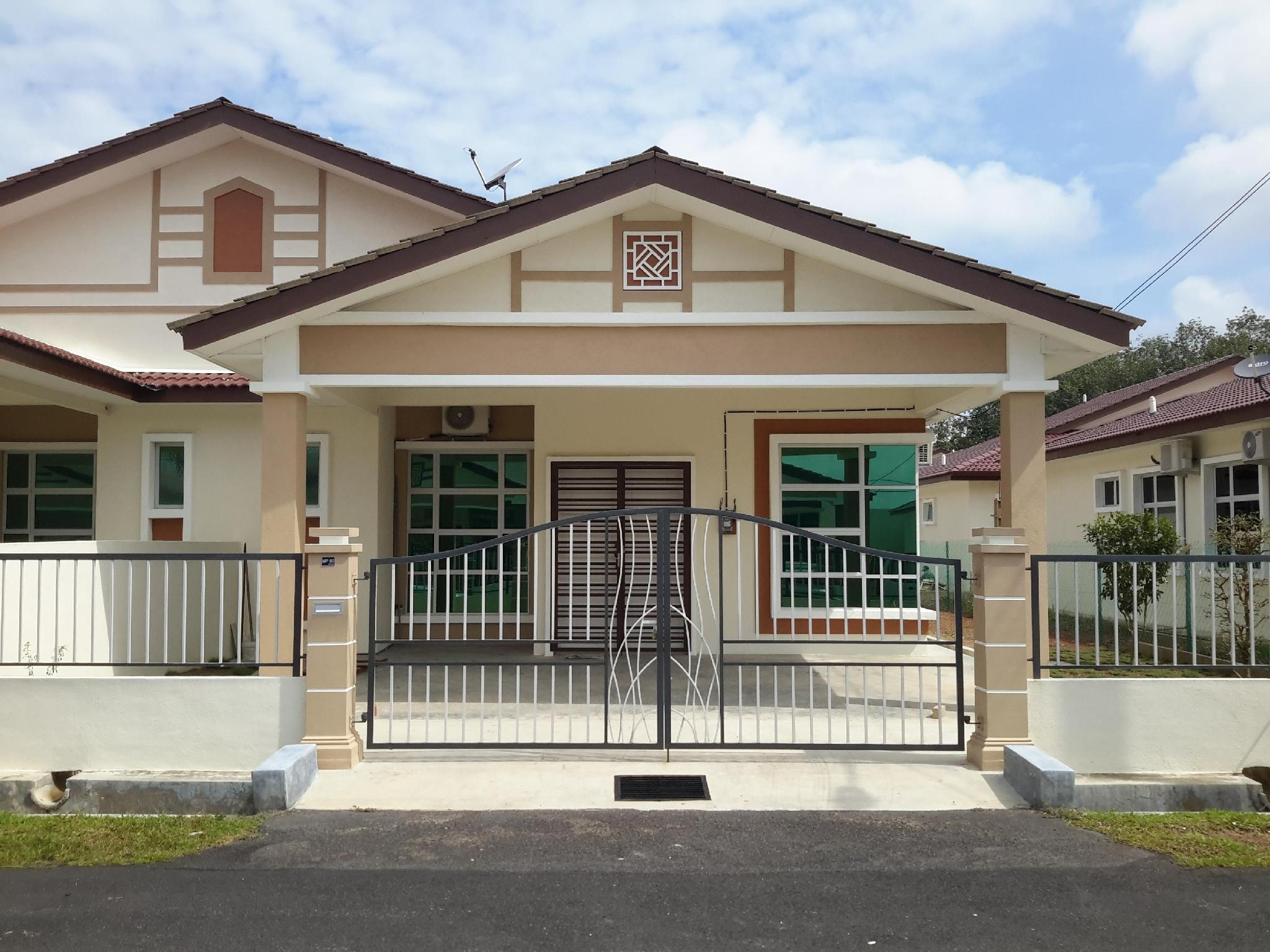 Title Holiday House