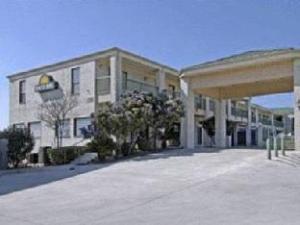 Days Fiesta Park Inn And Stes Hotel