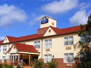 Days Inn and Suites Sugar Land