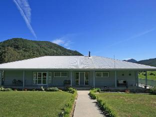 Фото отеля Pelorus River Views Bed and Breakfast