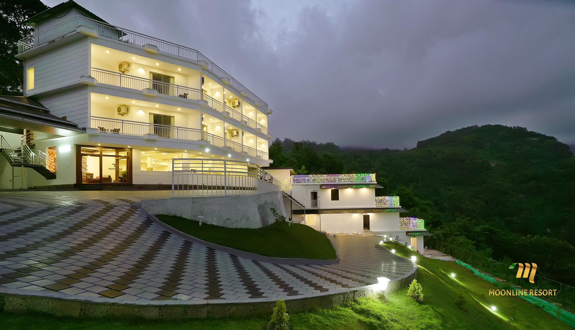 Moonline Resort