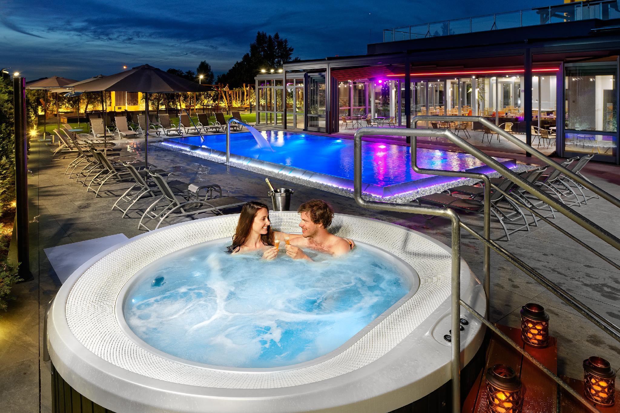 Hotel Aura Prague Design And Garden Pool