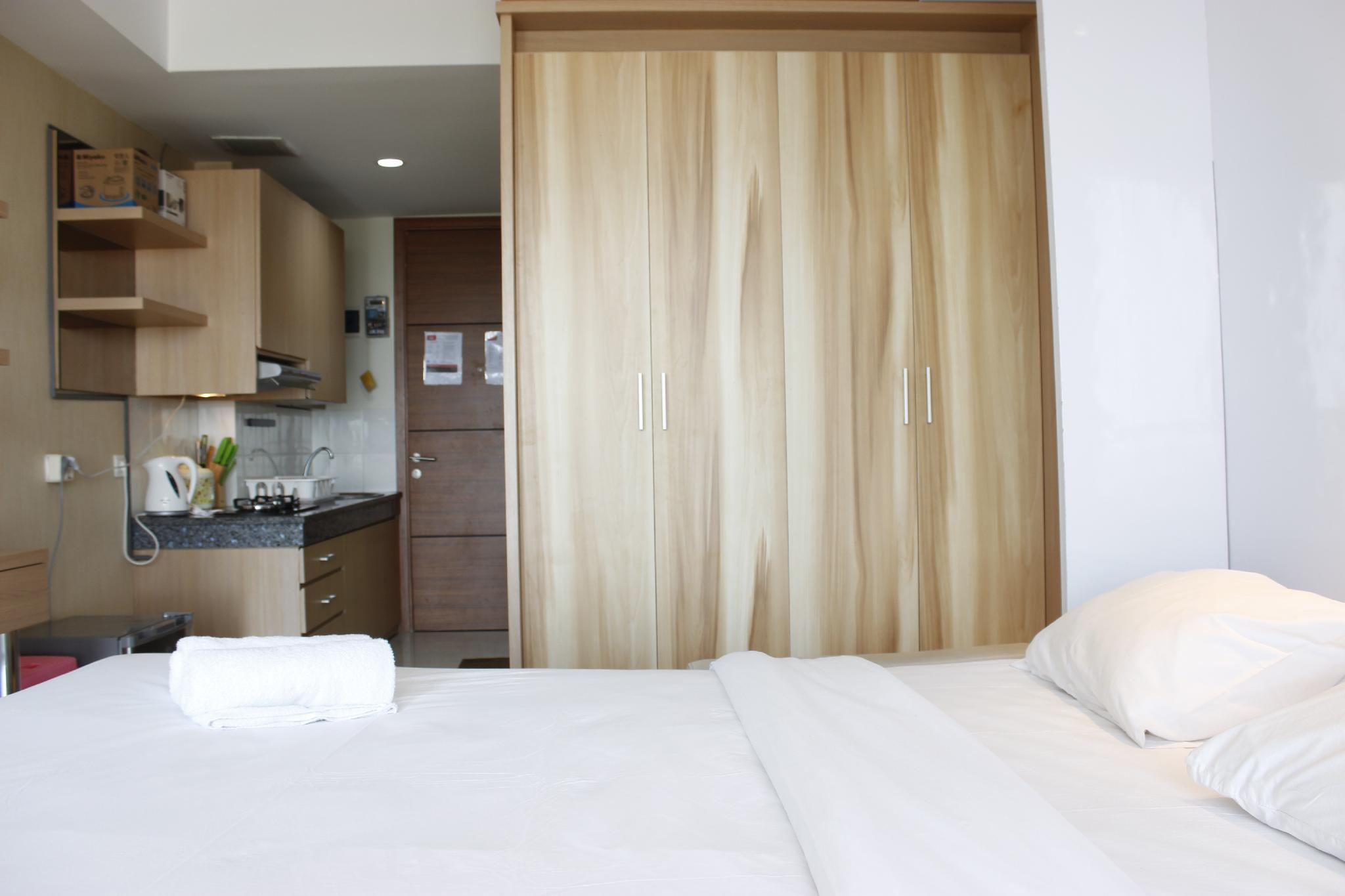 Stylish Studio Room @ Beverly Dago Apartment By Travelio