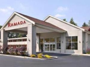 克利夫兰机场华美达酒店 (Ramada Cleveland Airport)