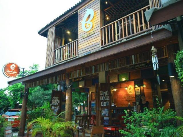 เฮือนช้างเผือก – Huen Chang Puek Hotel