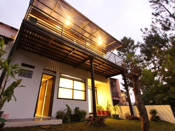 De Reiz Villa Kesuma Syariah, 3 BR, View ke Bukit Bandung