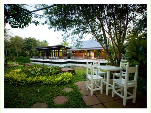 Young Coconut Garden Home Resort Amphawa