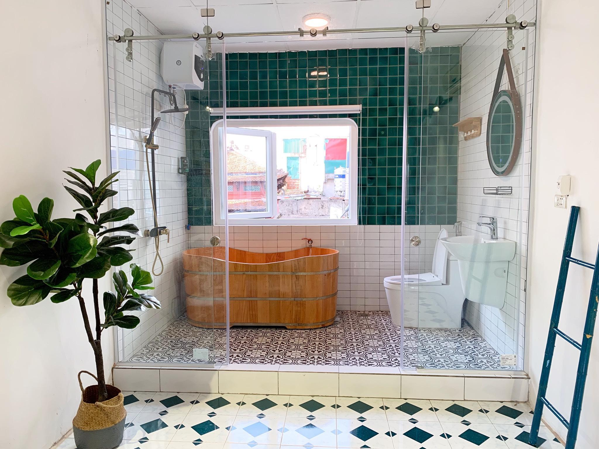 OPEN SPACE Fully SUNLIGHT BALCONYand BATHTUB Kitchen