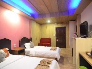 Centro CNX Hotel