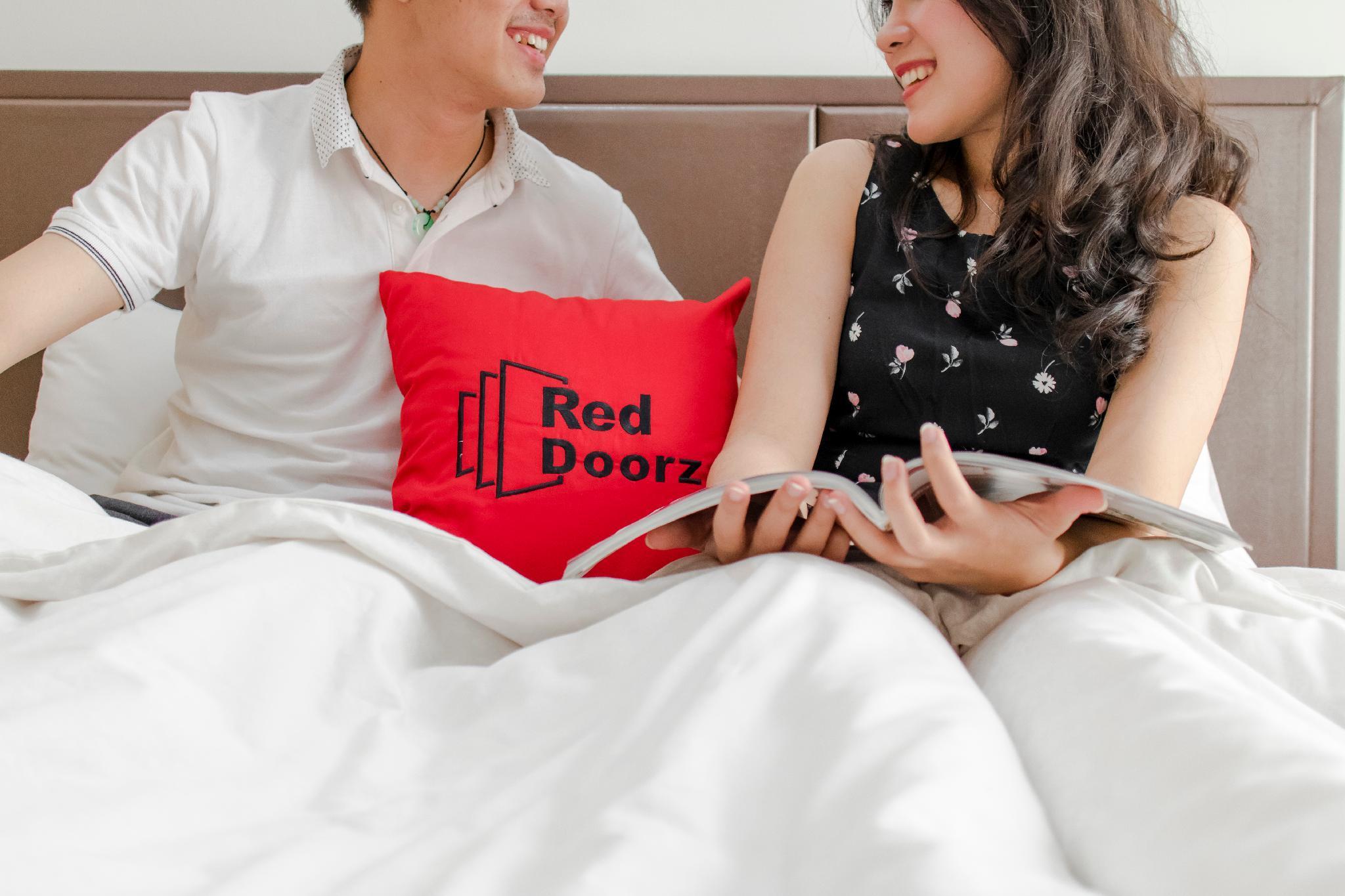 RedDoorz Plus Near Istana Maimun Medan