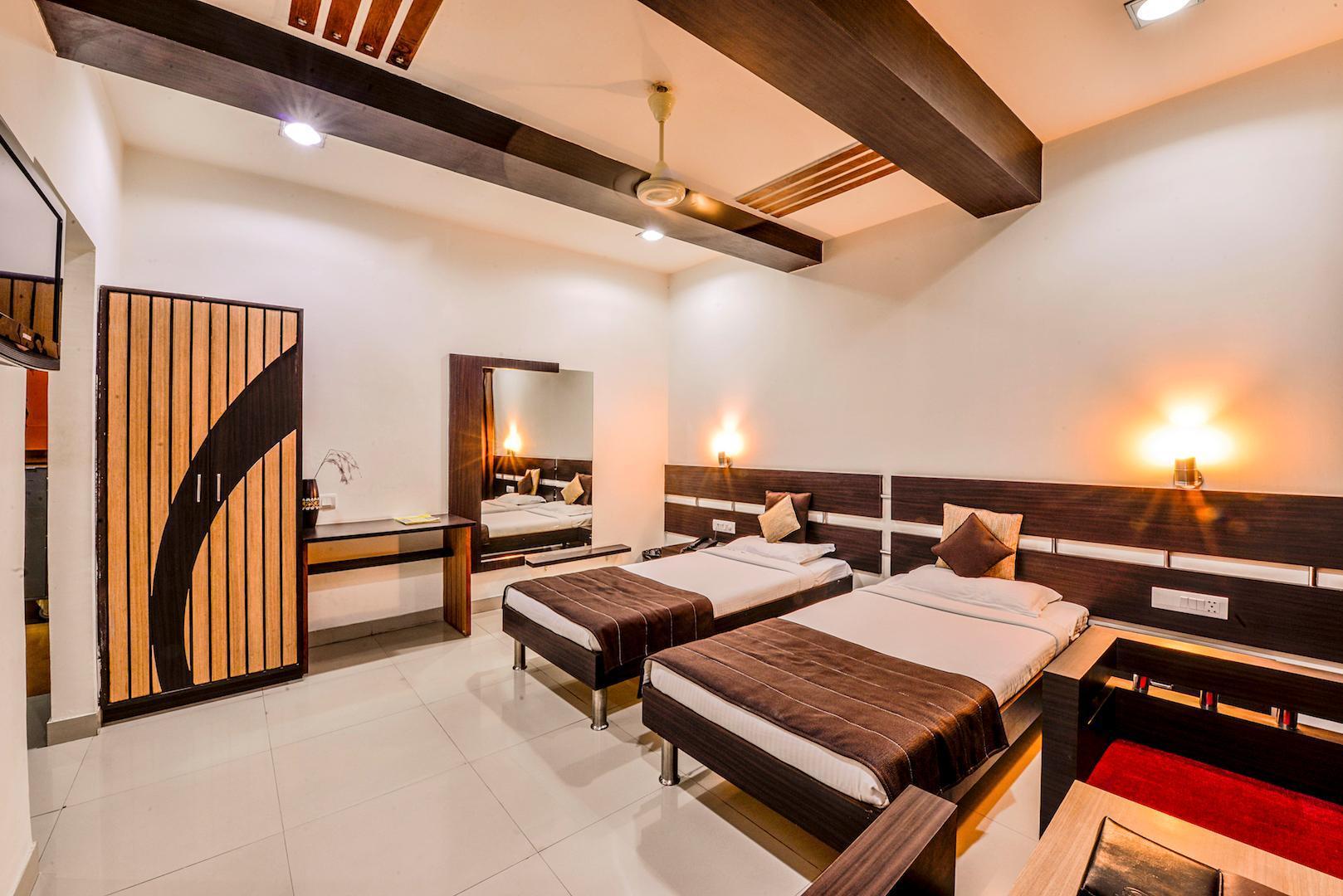 Raghu Mahal Hotel And Flames Restaurant