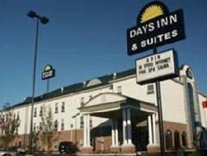 Days Inn and Suites Murfreesboro