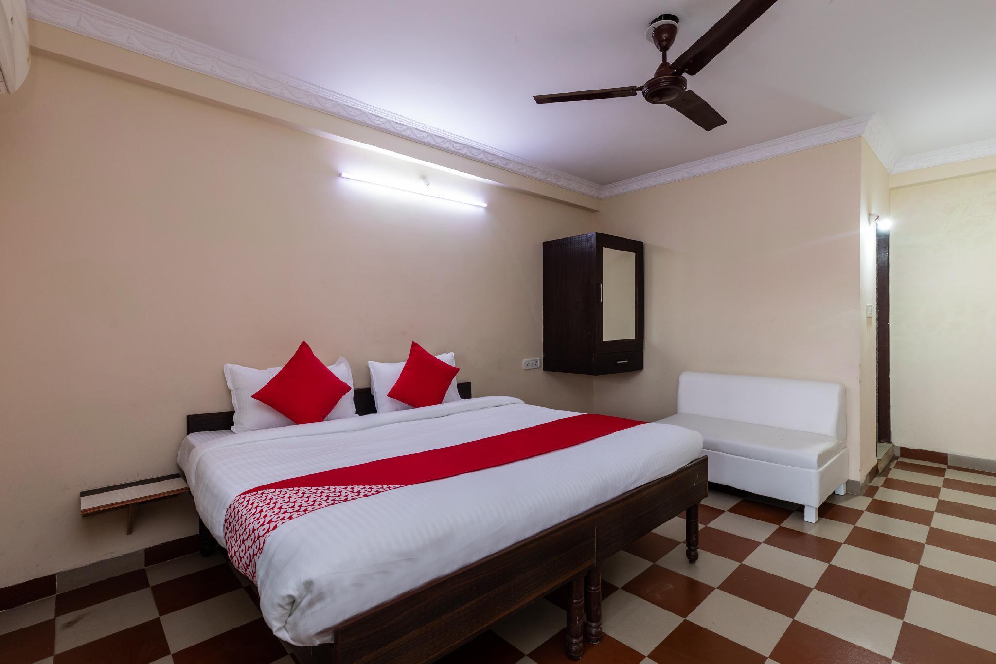 OYO 46249 Hotel Vaishnavi