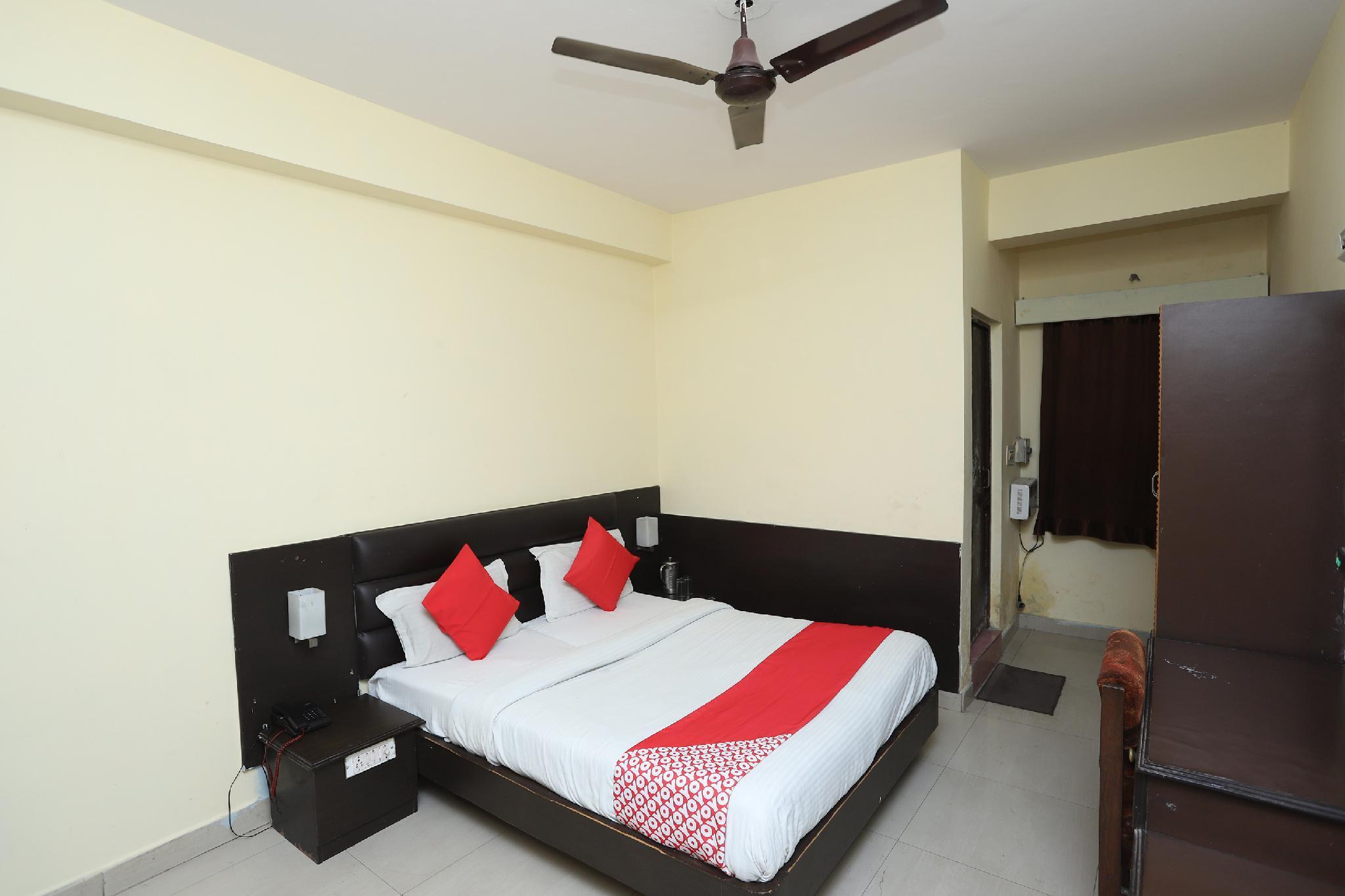 OYO 44364 Hotel Gaurab