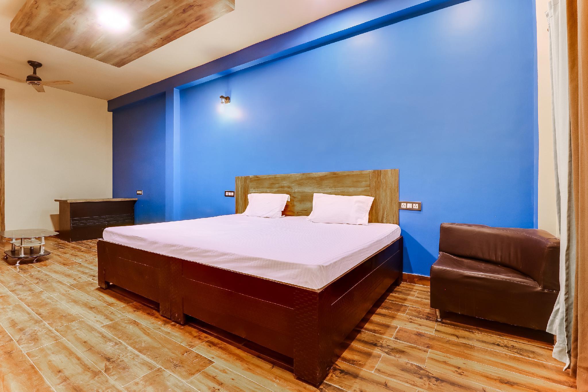 SPOT ON 49375 Royal Inn