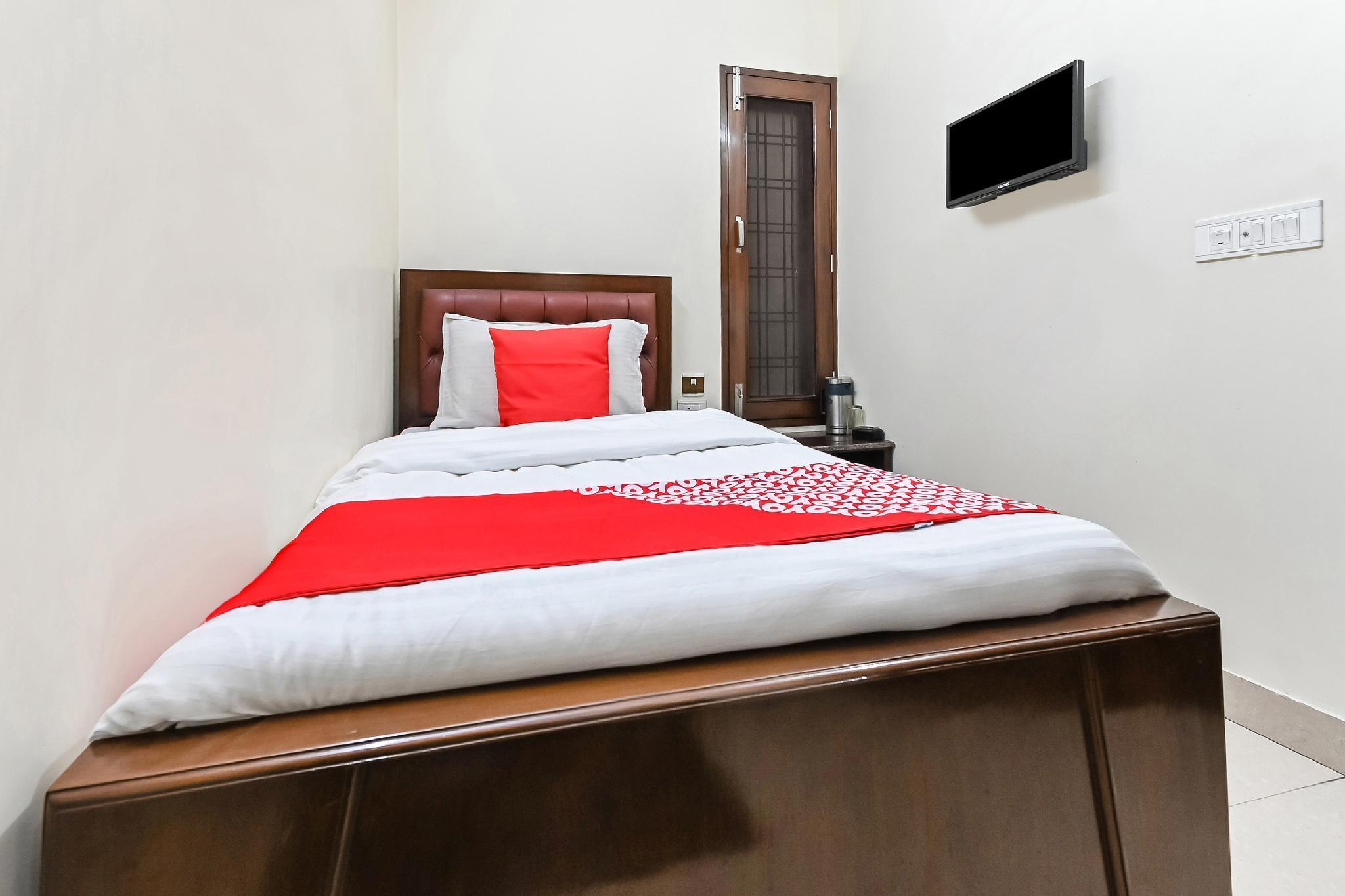 OYO 49672 Hotel Galaxy