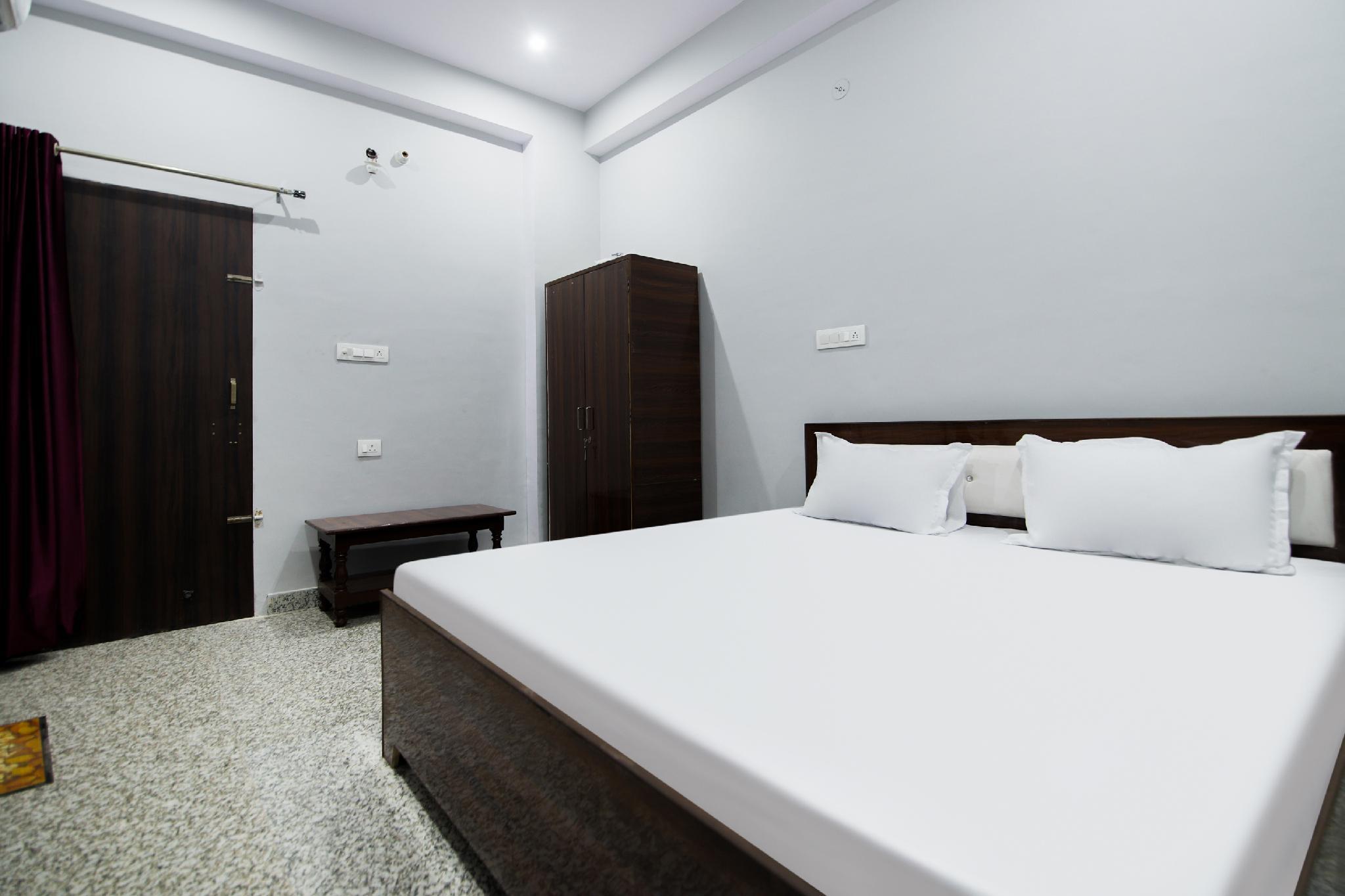 OYO 45931 Hotel Ganesham