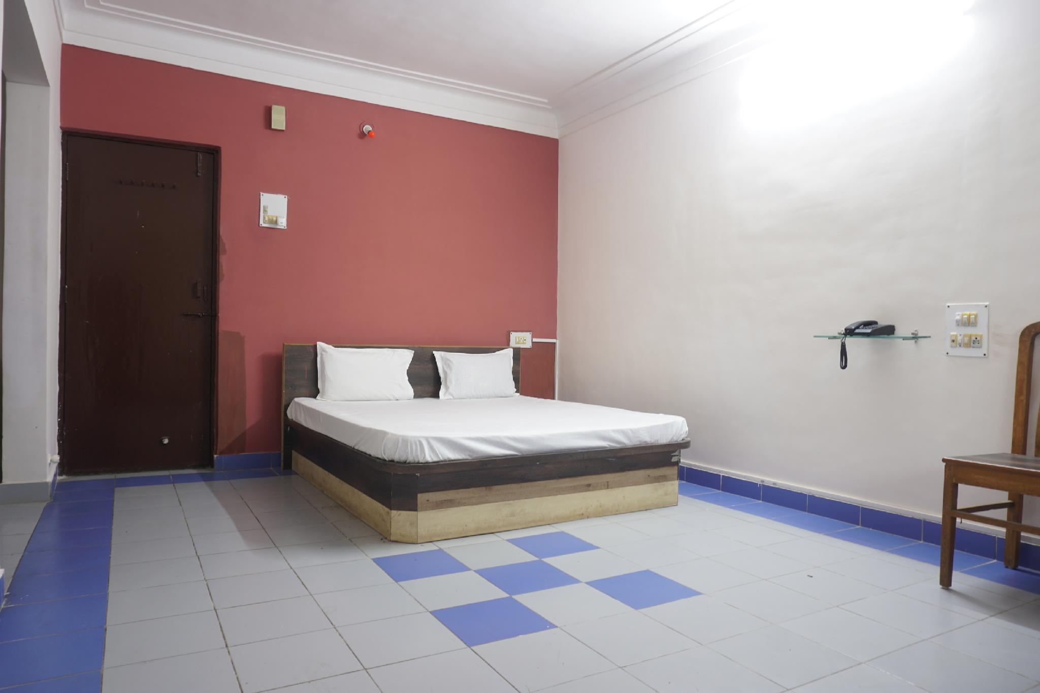SPOT ON 43929 Hotel Royal Pingara
