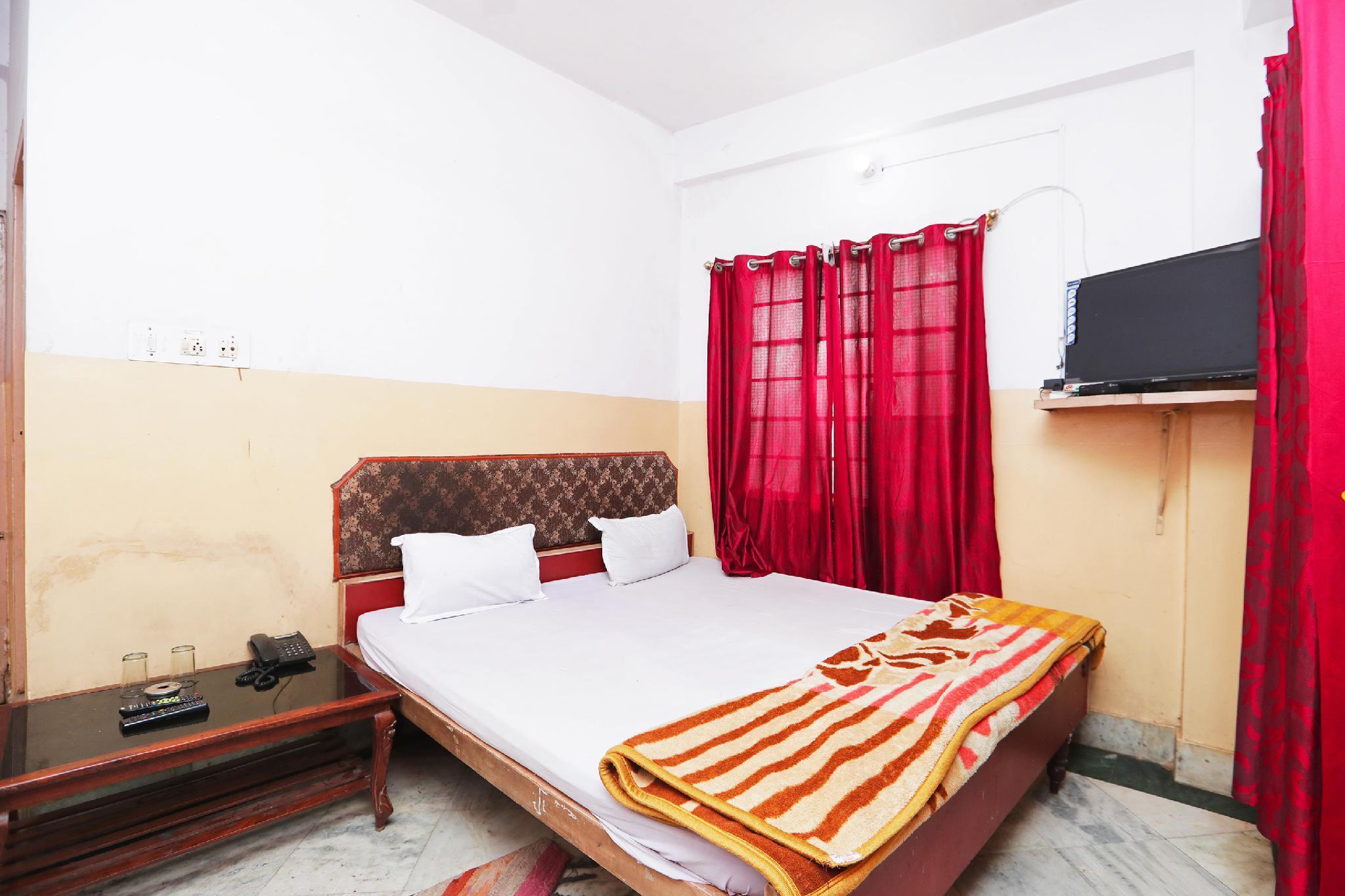 SPOT ON 45472 Hotel Savitri