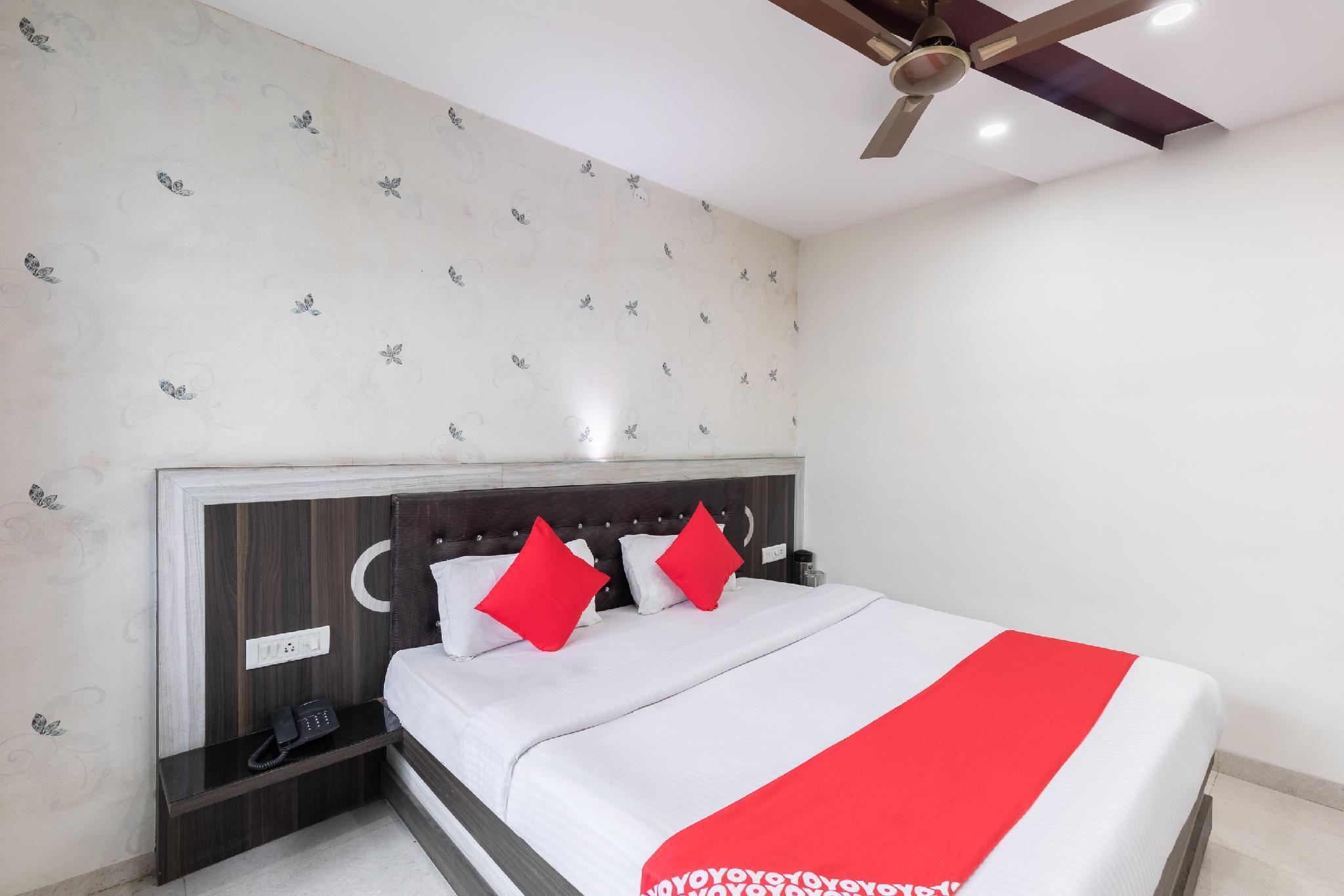 OYO 45301 Hotel Om Palace
