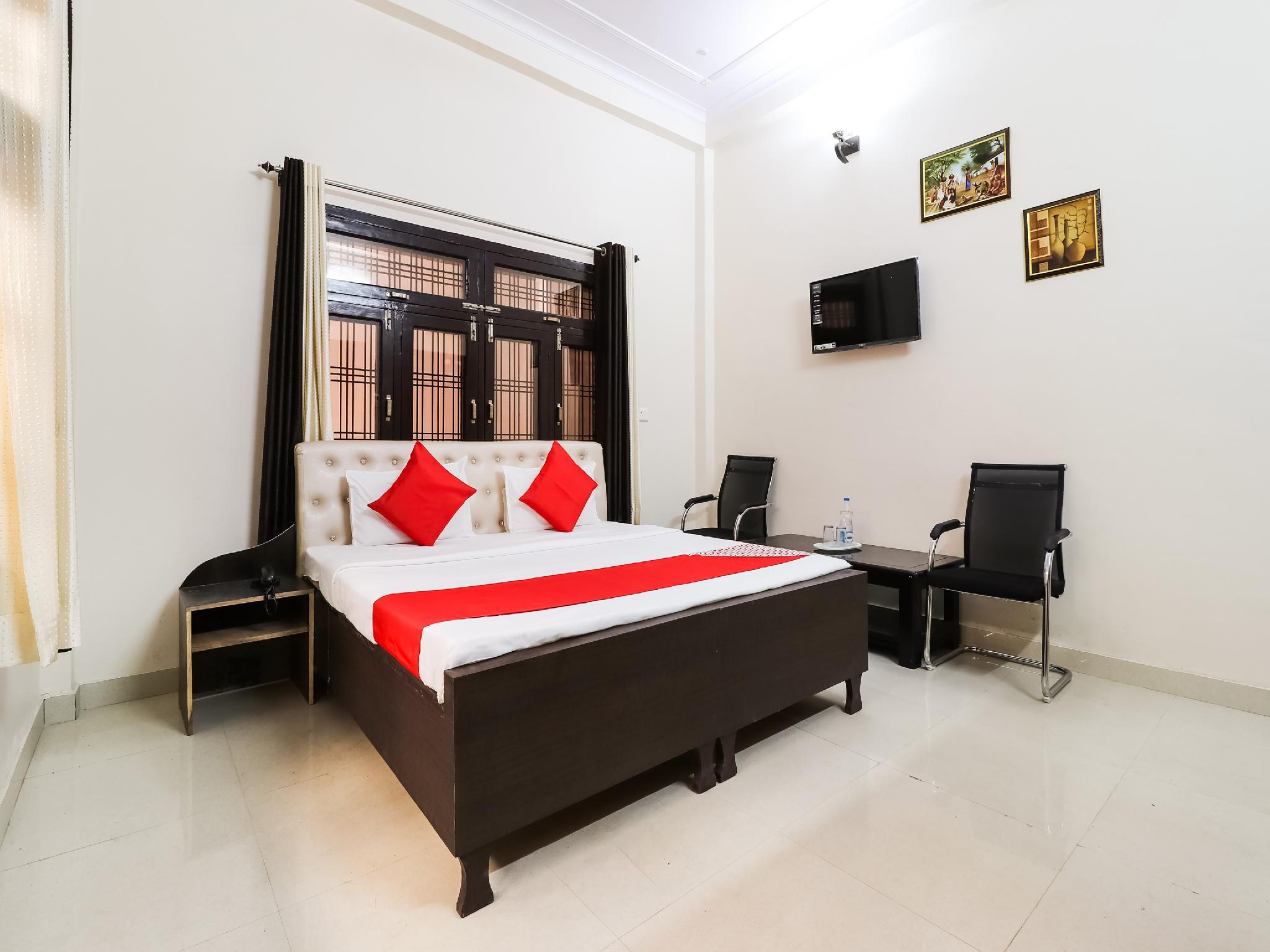 OYO 45992 Hotel Royal