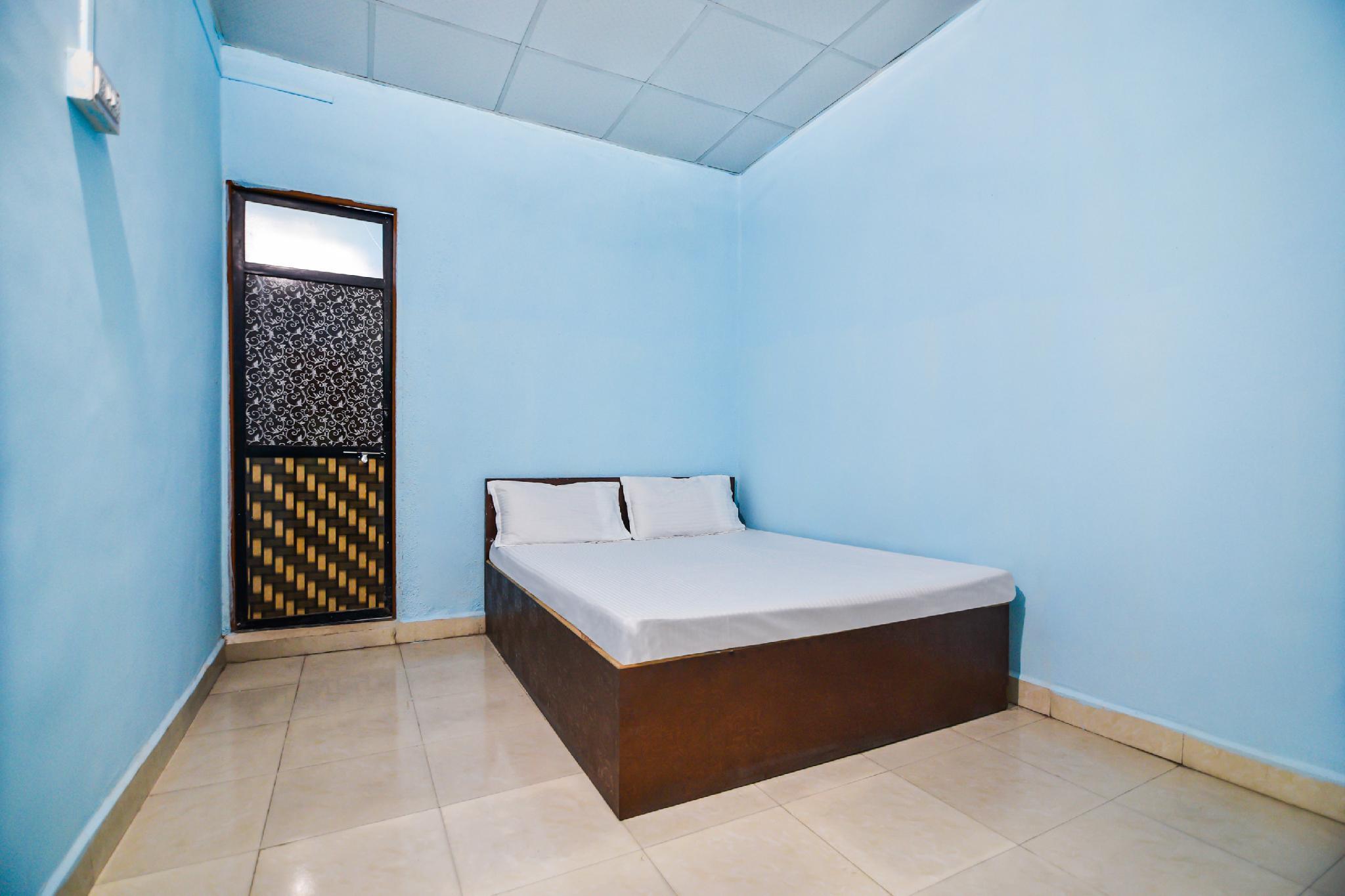 SPOT ON 45562 Hotel Nisargwara