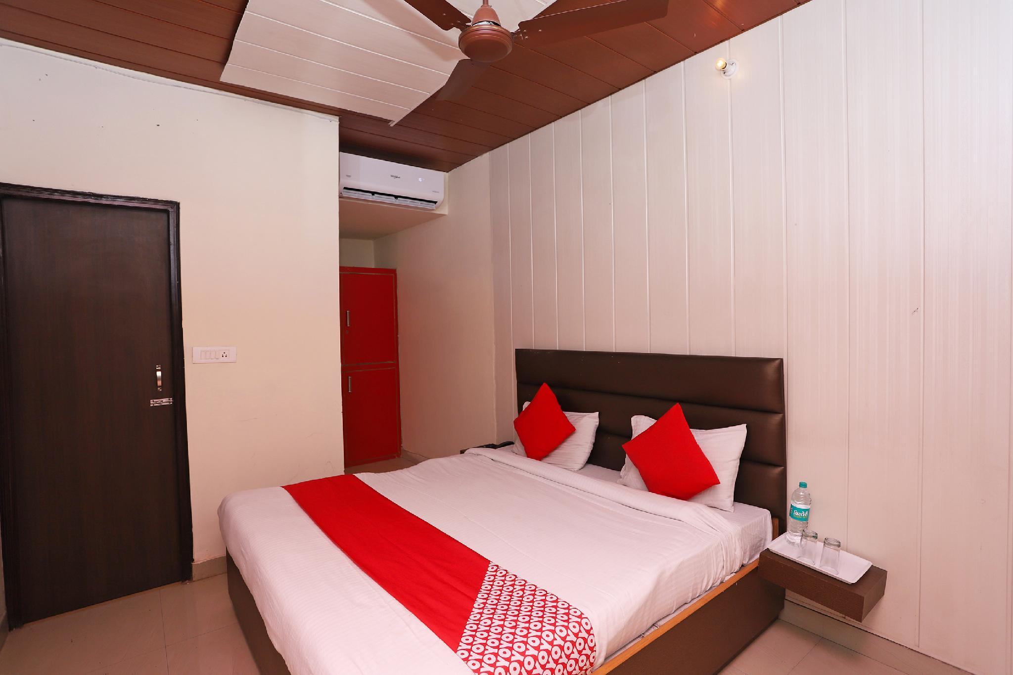 OYO 42917 Spphire Guest House