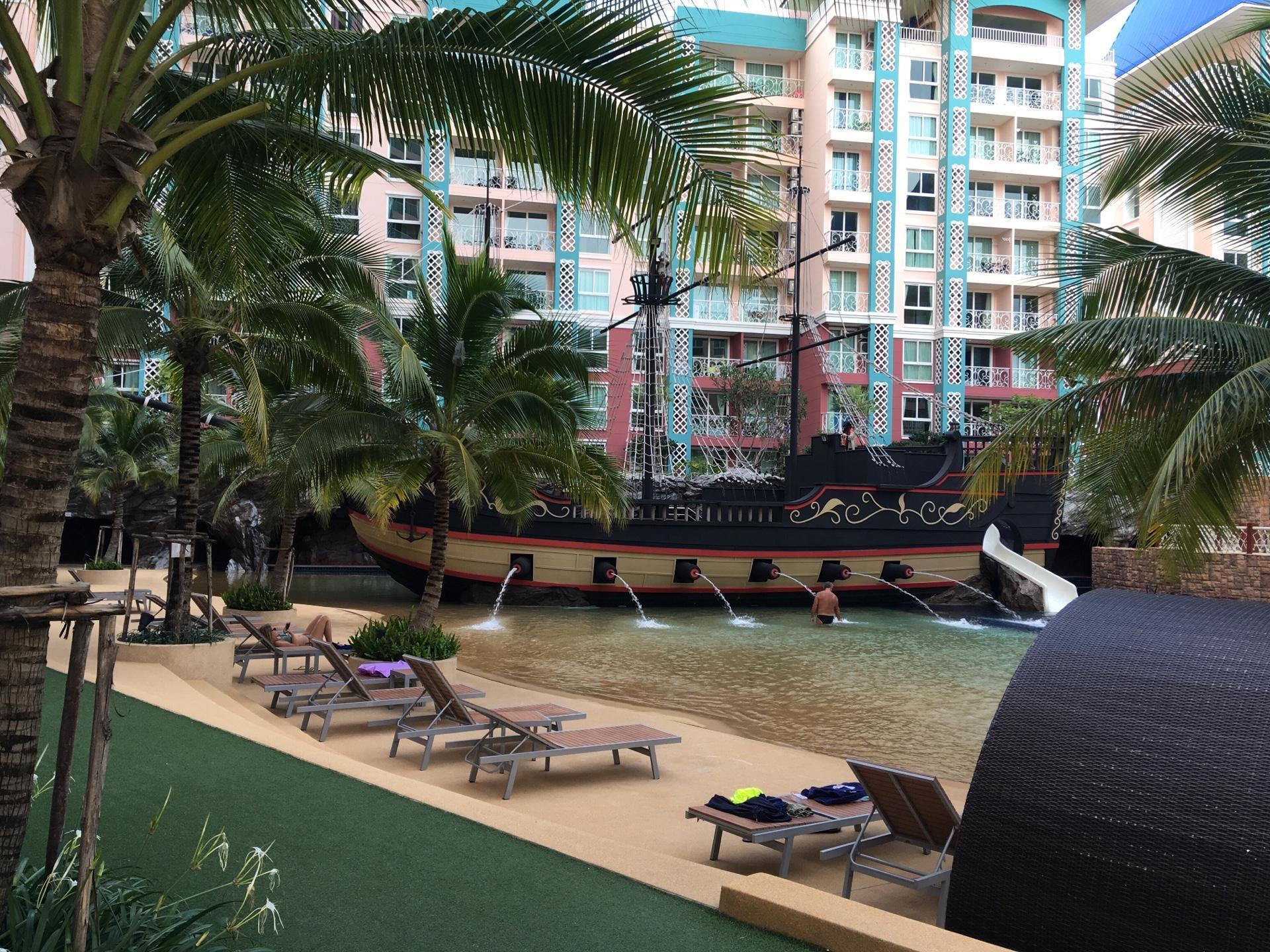 Grande Caribbean Condo Resort, Living Experience อพาร์ตเมนต์ 1 ห้องนอน 1 ห้องน้ำส่วนตัว ขนาด 40 ตร.ม. – เขาพระตำหนัก