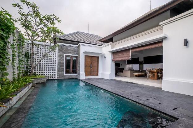 Makela Villa | Vibrant Villa Close to Cafe Del Mar
