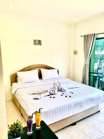 Cozy nice room with balcony and street view. Phuket