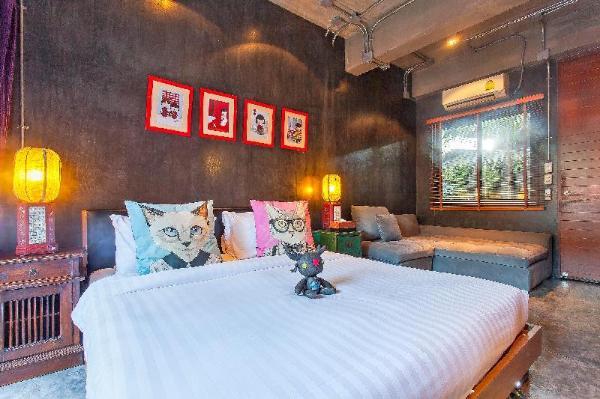 Indy City Villa 8BR Sleeps 15 w/Pool & Breakfast Chiang Mai