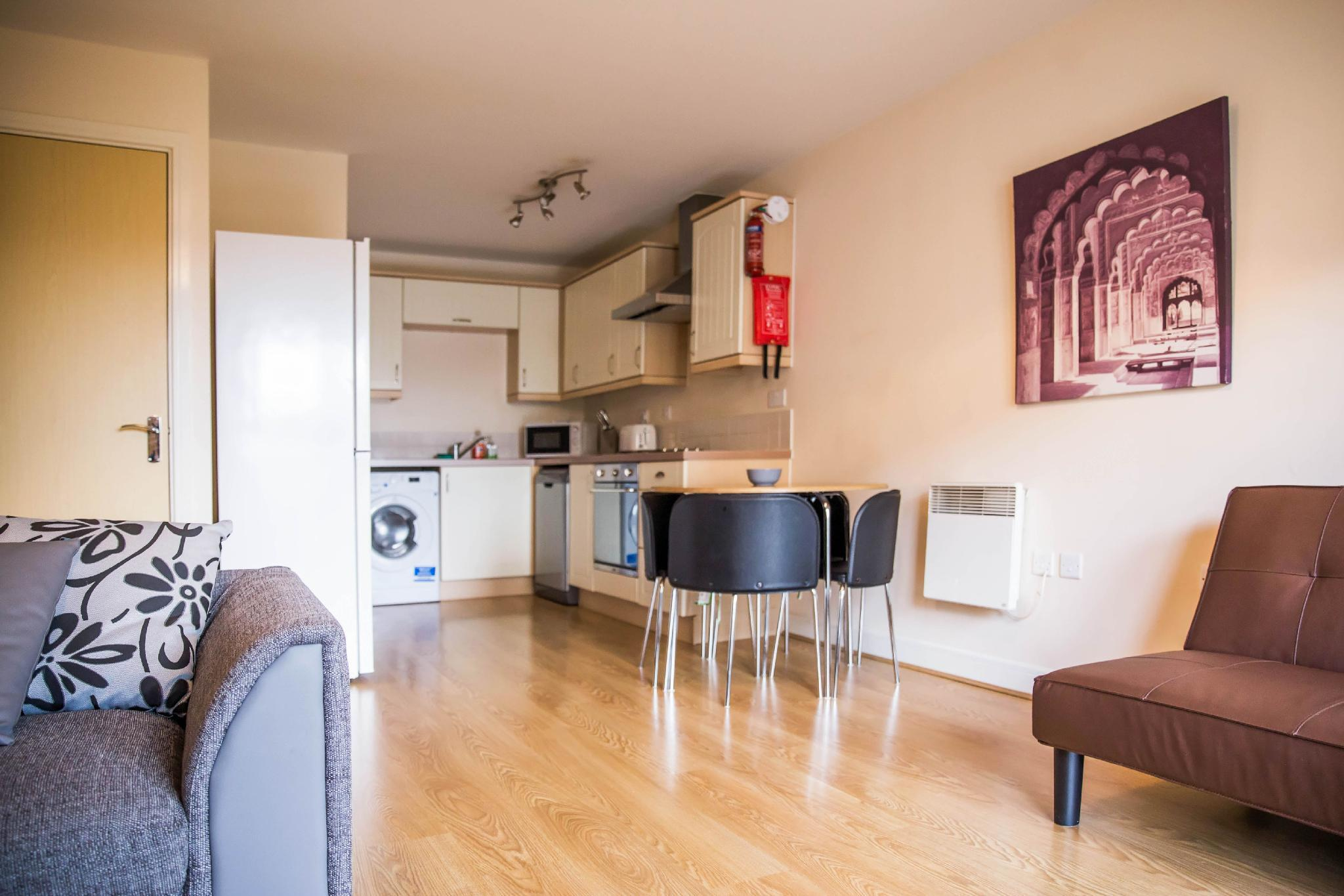 Modern Flat By Hitchin Station with Free Parking