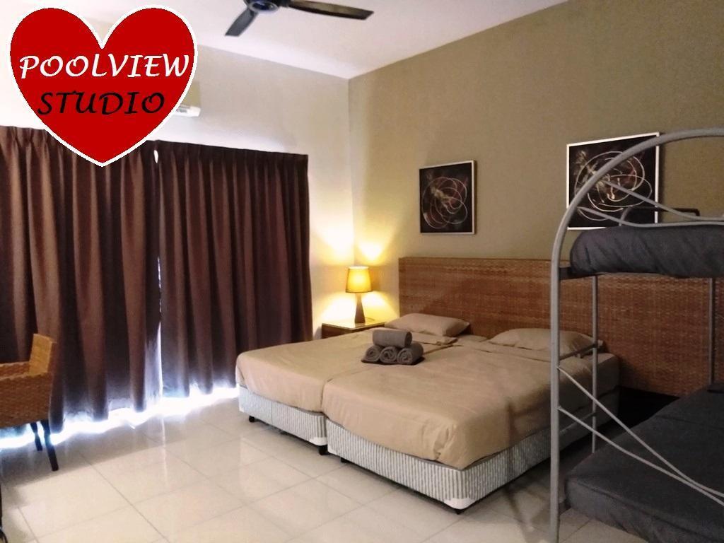 Four-bed Poolview Studio @ Gold Coast Morib