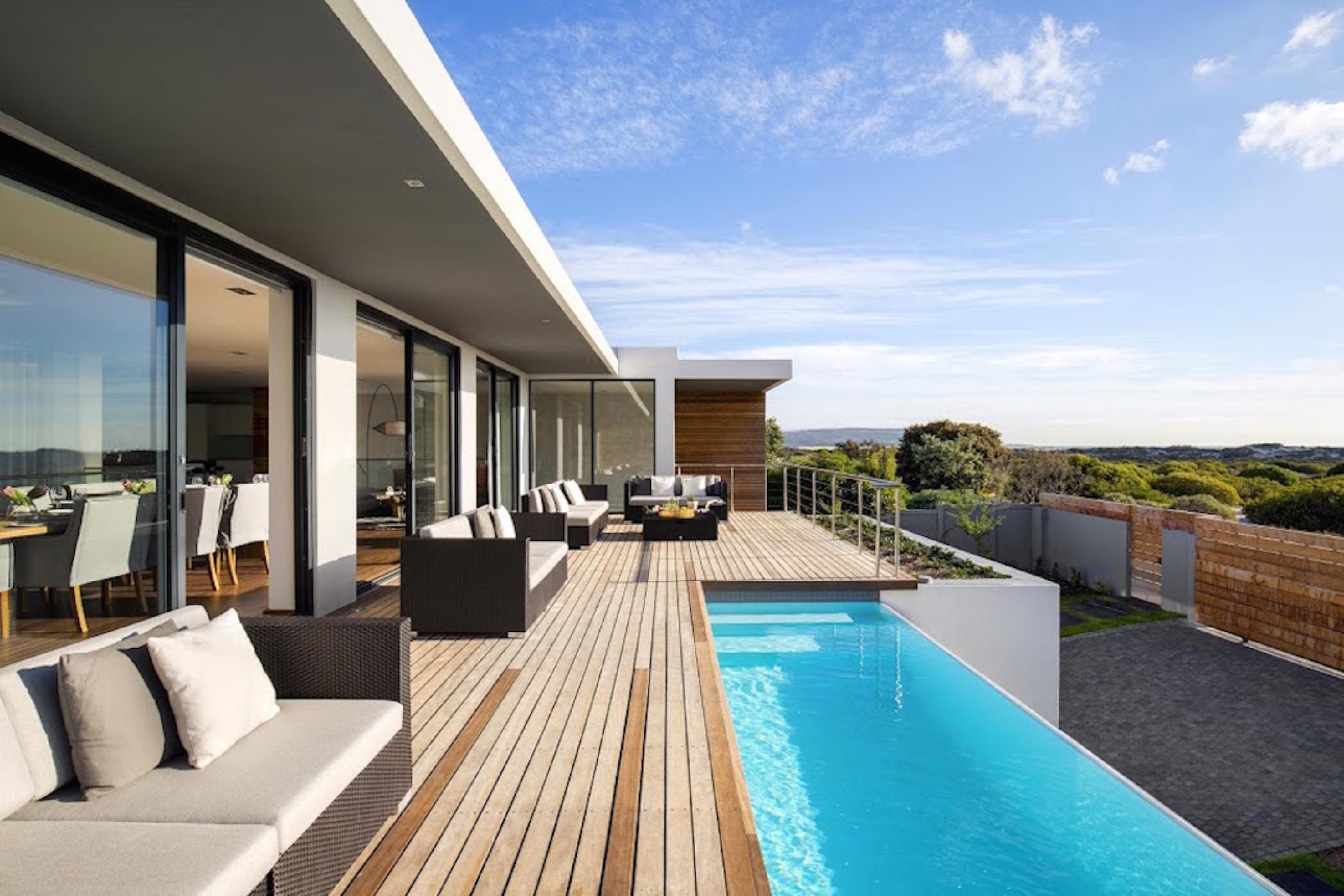 Luxurious 4 Bedrooms Waterline Villa