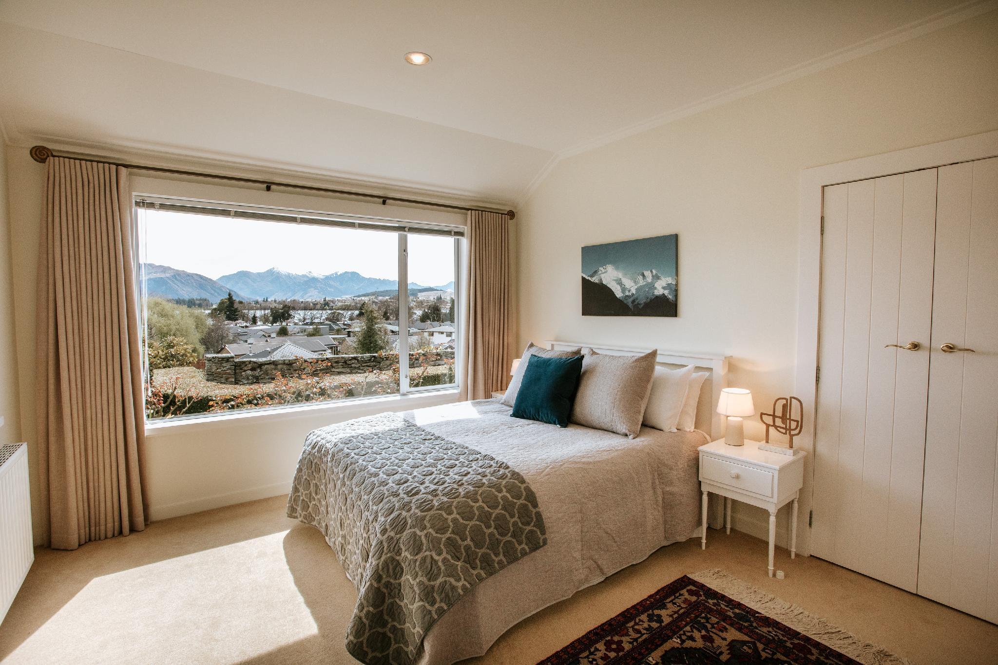 Couples Retreat With Views Of Lake Wanaka