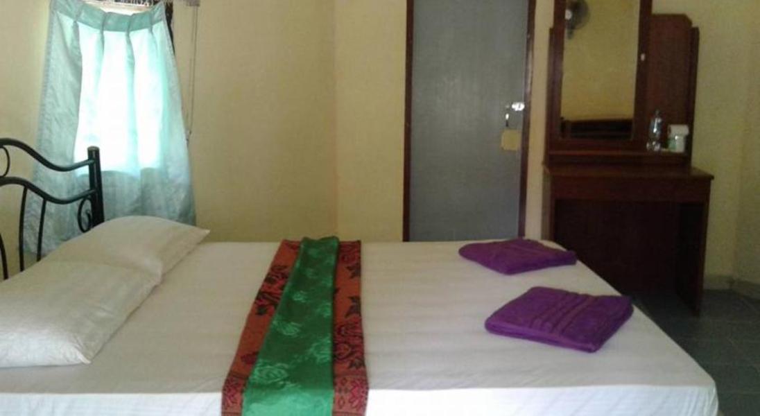 Racha Sunset Resort  Koh Siboya  Single Bungalow